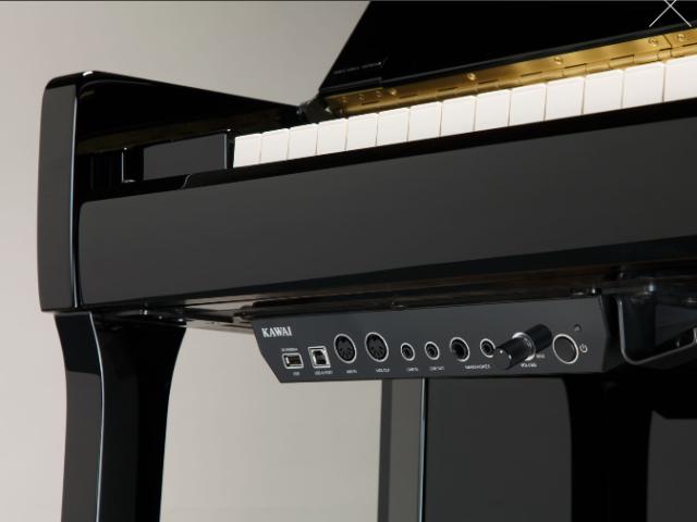 Kawai Aures pod klaviaturo