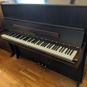 Rabljen pianino Petrof oreh